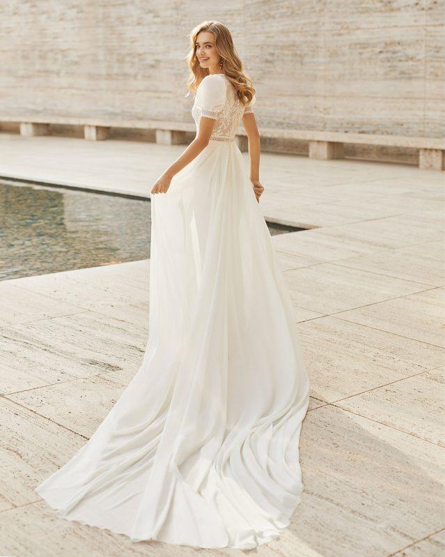 Vestido de novia con mangas abullonadas Rosa Clará