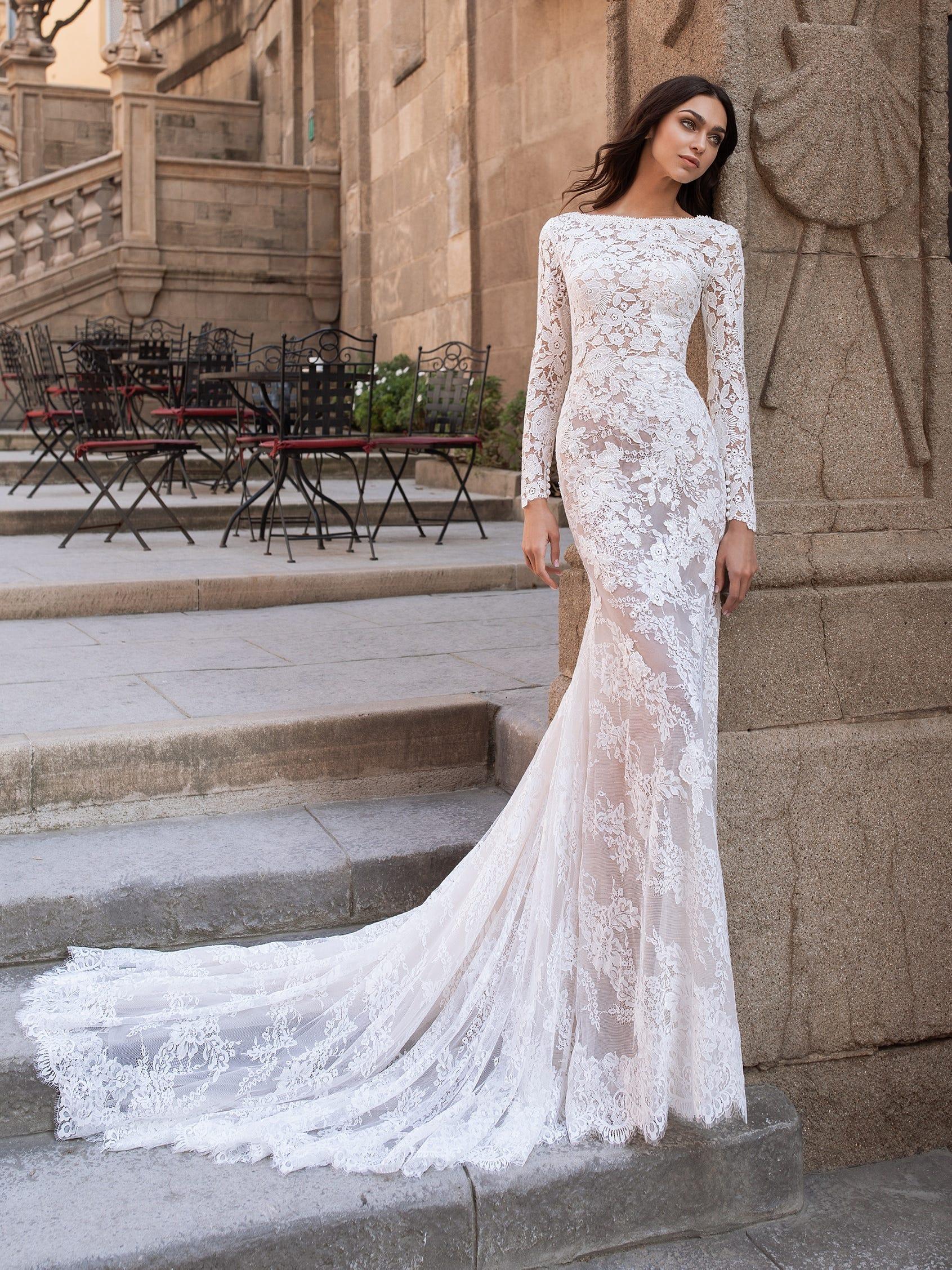 Vestido de novia con transparencias Pronovias
