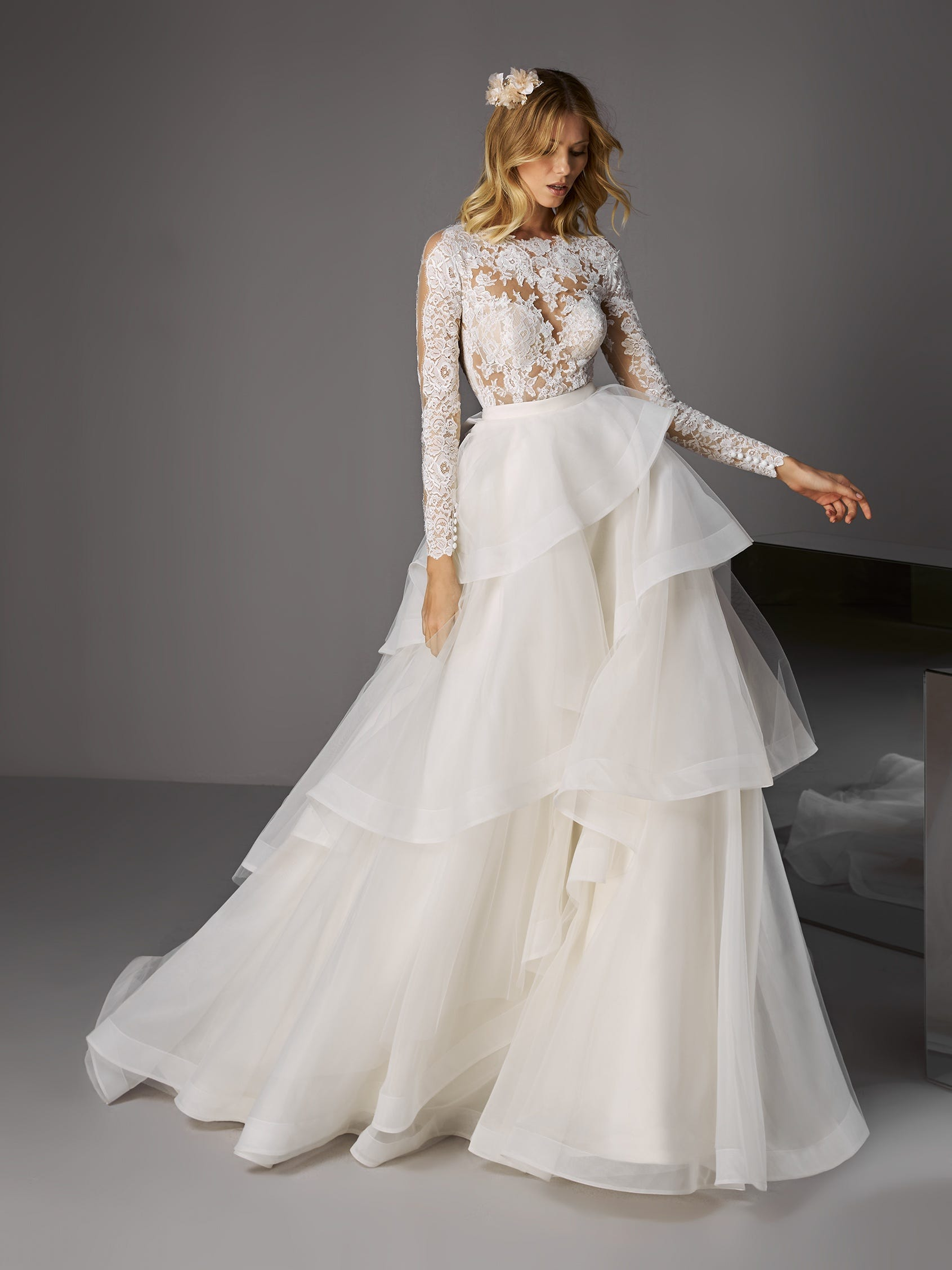Vestido de novia con volantes Pronovias