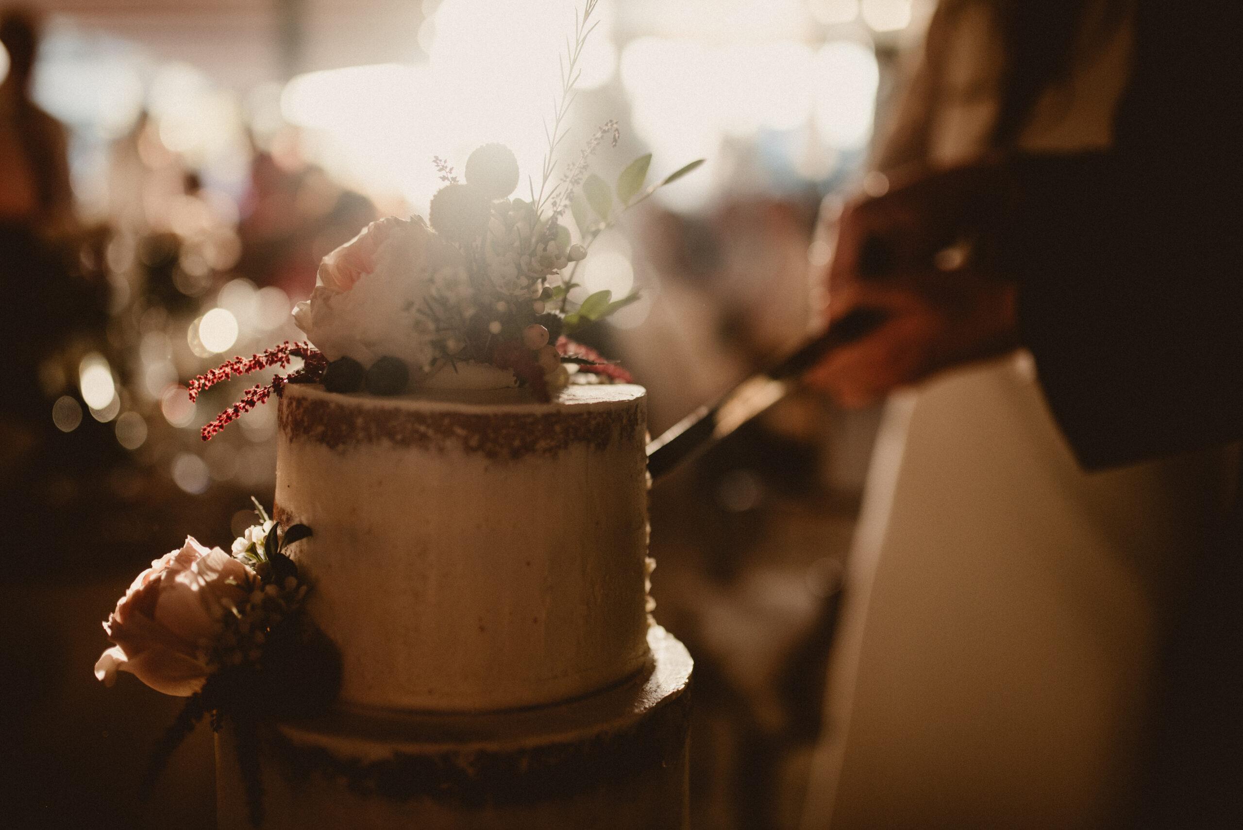 Trozo de tarta de boda